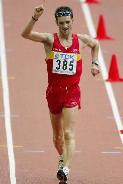 Francisco Fernandez of Spain celebrates winning the silver medal in the men's 20km walk (Getty Images)