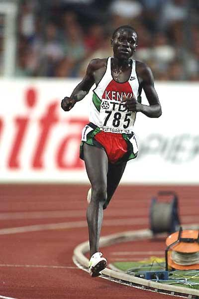 Ismael Kirui on the road to his first World Championships 5000m title in Stuttgart in 1993 (Getty Images)