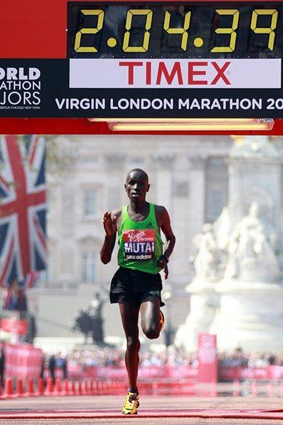 All alone - Emmanuel Mutai dominates and dazzles with a 2:04:40 race record in London (Getty Images)