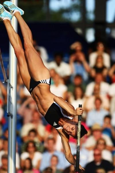 Yelena Isinbayeva near miss at would-be World record 5.04 in London (Getty Images)
