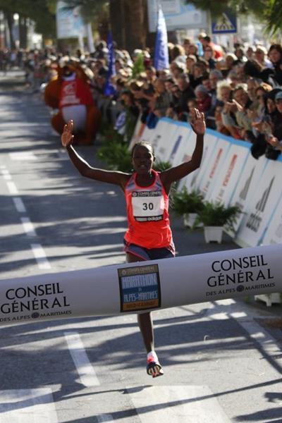 Salina Jebet Kosgei wins at the 2013 Marathon des Alpes-Maritimes Nice-Cannes (Organisers / mouv-up.com)