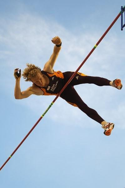 Steven Hooker clears 5.95m to win the IAAF / VTB Bank Continental Cup in Split (Getty Images)