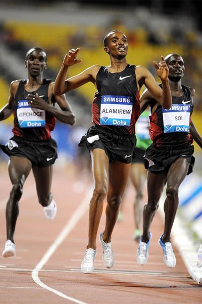 Yenew Alamirew takes the 3000m in Doha (Jiro Mochizuki)
