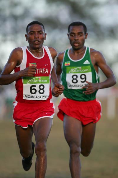 Zersenay Tadesse (ERI) and Kenenisa Bekele (ETH) mix it in Mombasa (Getty Images)