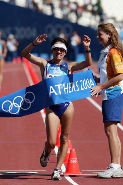 Athanasia Tsoumeleka of Greece takes the 20km Walk gold medal (Getty Images)