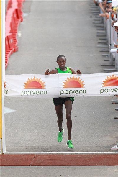 1:02:20 course record for Geoffrey Mutai at the Bogota Half Marathon       (Victah Sailer)