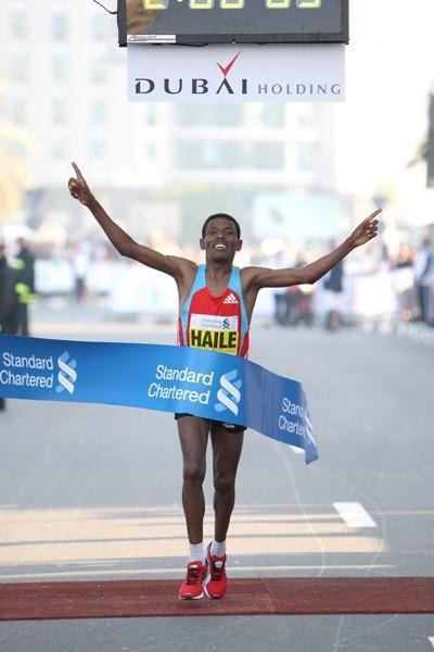 A familiar sight in Dubai - Haile Gebrselassie breaks the tape, this time in 2:06:09 (Victah Sailer)
