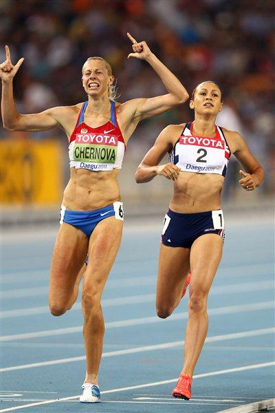 Tatyana Chernova and Jessica Ennis in Daegu (Getty Images)