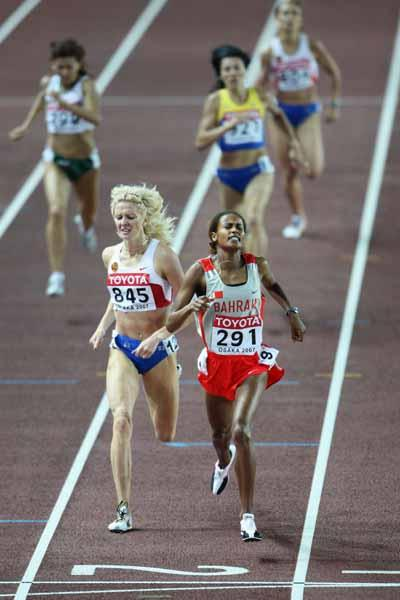 Maryam Yusuf Jamal of Bahrain finishes ahead of Yelena Soboleva of Russia during the 1500m Final (Getty Images)
