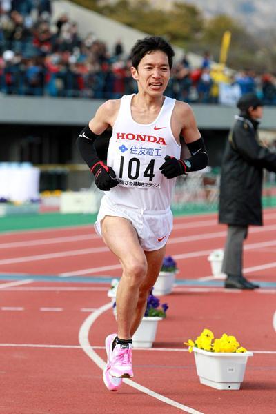 Masakazu Fujiwara, the top Japanese finisher at the Lake Biwa Marathon (Victah Sailor)