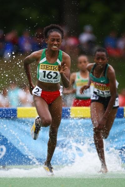 Korahubsh Itaa of Ethiopia on her way to winning the Girls' 2000m Steeplechase final (Getty Images)