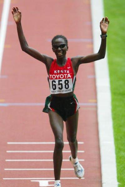 Catherine Ndereba wins the women's marathon (Getty Images)