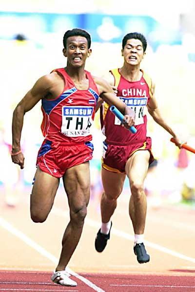 Thailand win men's 4x100m relay at Asian Games (Gray Mortimore)