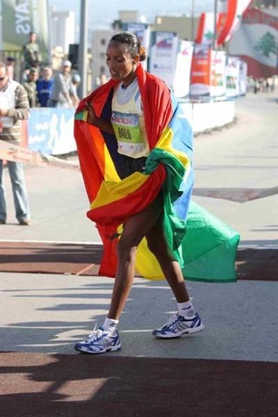 Alemtsehay Hailu of Ethiopia wins the women's race at the 2008 BLOM Beirut Marathon (LOC)
