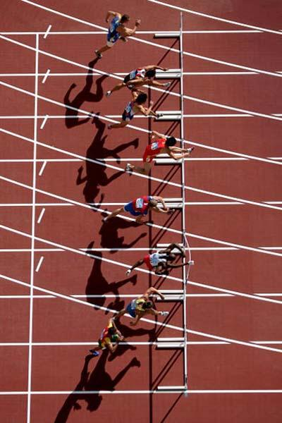 An aerial view of Liu Xiang in action in the 110m Hurdles heats (Getty Images)