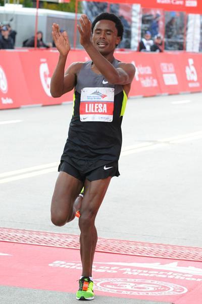 Ethiopia's Feyisa Lilesa crosses the finish line at the 2012 Chicago Marathon (Getty Images)
