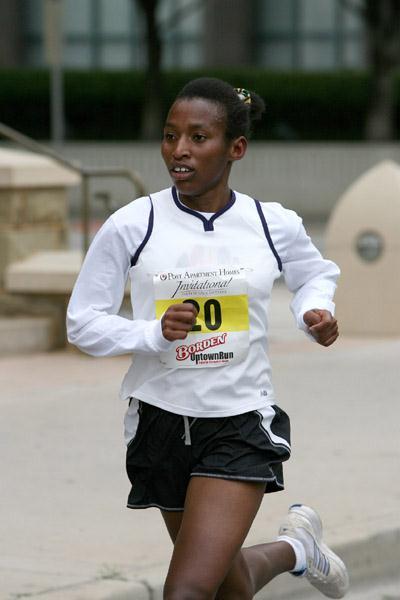 Narrow victory for Caroline Cheptanui in Dallas 8km (Victah Sailer)