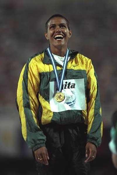 Cathy Freeman (AUS) after winning the 400m gold medal at the 1997 IAAF World Championships (Getty Images)