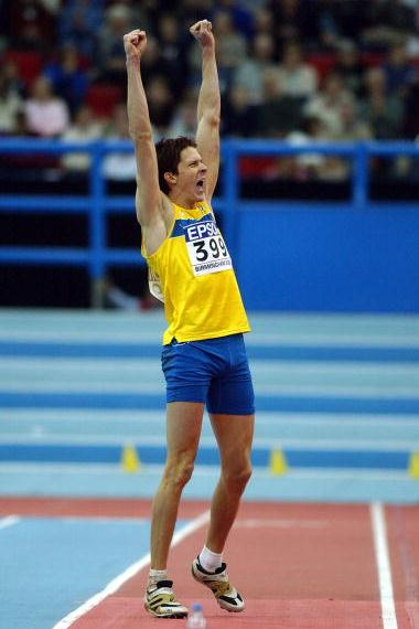 Christian Olsson (SWE) celebrates winning the men's triple jump final (Getty Images)