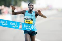 Kenya's Emmanuel Bett wins the 2013 Great South Run (Peter Langdown)