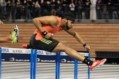 Omo Osaghae on his way to winning the 60m Hurdles in Val de Reuil (Jean-Pierre Durand)