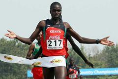 Mangata Ndiwa wins the junior men's race for Kenya (Getty Images)