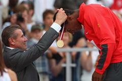 Raphael Holzdeppe of Germany receives his gold medal from IAAF Senior Vice-President Sergey Bubka (Getty Images)