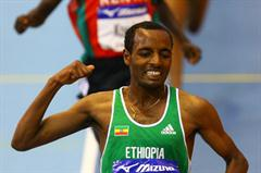 Tariku Bekele follows in his brother's footsteps by winning the 2008 IAAF World Indoor Championships 3000m title (Getty Images)