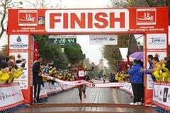 Amane Gobena winning at the 2014 Vodafone Istanbul Marathon (Organisers)