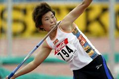 Xue Juan throwing at the 2003 World Youths (Getty Images)
