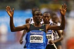 Eliud Kipchoge of Kenya celebrates winning the Men's 5000m (Getty Images)