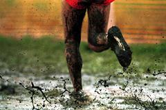 Race conditions in Ostend included deep mud and cool temperature (© Allsport)