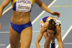 Tia Hellebaut stumbles over the finish line in the pentathlon 800m (Getty Images)