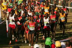 Zersenay Tadese and Kenenisa Bekele in the leading pack at the 2007 World Cross Country Championships in Mombasa, Kenya (Getty Images)