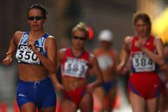 Alfridi leads from Ivanova in women's 20km Torino 2002 (Peter Thompson AMS-IAAF)