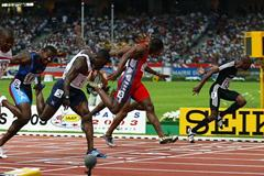 Kim Collins dips to the finish to win the men's 100m final (Getty Images)