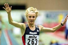 Gabriela Szabo wins the 3000m in Maebashi (© Allsport)