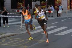 Geoffrey Ronoh and Geoffrey Mutai battling mid-race at the 2014 Birell Prague Grand Prix 10k  (organisers)