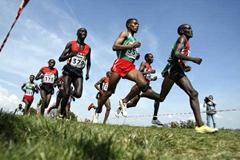 Abraham Cherono leading the men's Long Race (Getty Images)