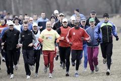 Smiling as always, Wilson Kipketer leads the promotional run in Bydgoszcz on 21 March (Roman Bosiacki)