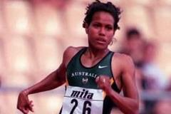 Cathy Freeman in action in the women's 400m (© Allsport)