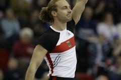 Tim Lobinger (GER) celebrates winning the men's pole vault (Getty Images)