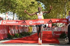 Wilson Kiprop winning at the 2013 Rock'n'Roll Vodafone Half Marathon of Portugal (Marcelino Almeida / organisers)