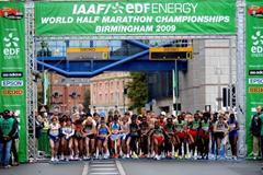 The elite women start the IAAF/EDF Energy World Half Marathon Championships in Birmingham (Getty Images)