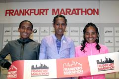 (l-r) Koren Jelela, Ashete Bekele and Meseret Mengistu ahead of the 2015 Frankfurt Marathon (Vichtah Sailer / organisers)