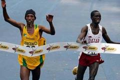 Fabiano Joseph of Tanzania slips past Mubarrak Shami of Qatar to take the gold in Edmonton 2005 (Getty Images)