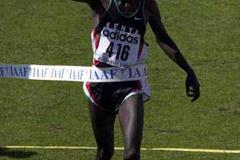 Robert Kipchumba wins in Vilamoura (© Allsport)