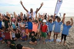 Mike Powell at the IAAF / Nestle Kids' Athletics event in Mt Maunganui, New Zealand (Athletics New Zealand)
