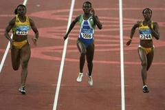 Sherone Simpson of Jamaica wins her 100m quarter final (Getty Images)