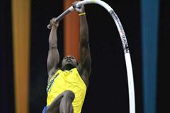 Alhaji Jeng of Sweden wins silver in the men's Pole Vault final (Getty Images)